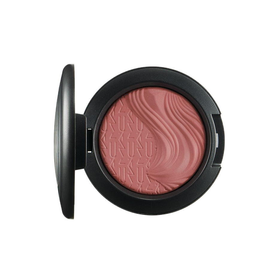 MAC Extra Dimension Blush Pleasure Model