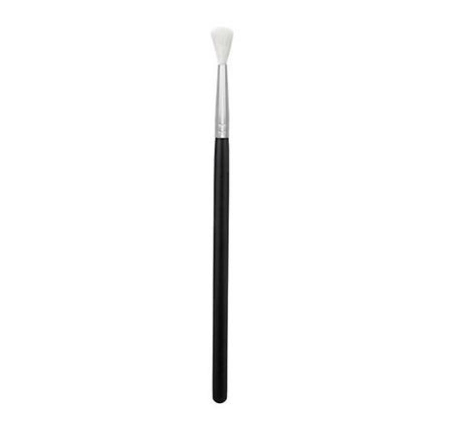 Morphe M562 Tiny Crease Blender Brush