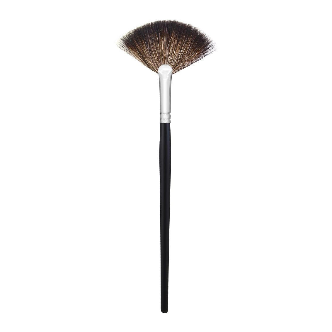 Morphe Soft Fan Brush M601