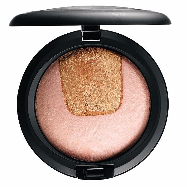 MAC Mineralize Skinfinish Divine Night Collection Centre Of Attention