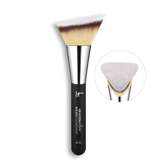 IT Heavenly Luxe Bye Bye Foundation Brush No. 22