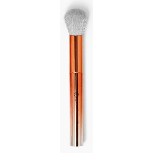 BH Cosmetics Tapered Contour Brush 3