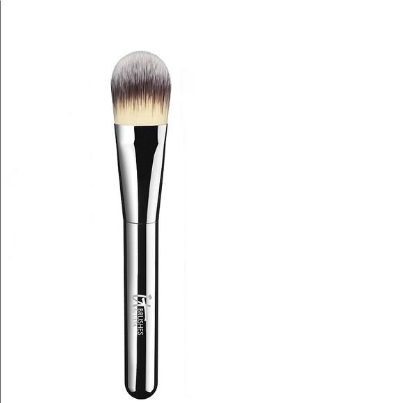 IT Cosmetics Essential Foundation Brush