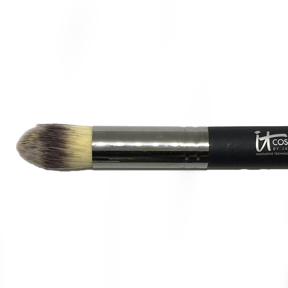 iT Cosmetics Heavenly Dome Foundation Brush