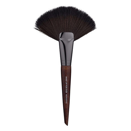 Makeup Forever Wavy Large Powder Fan Brush 134